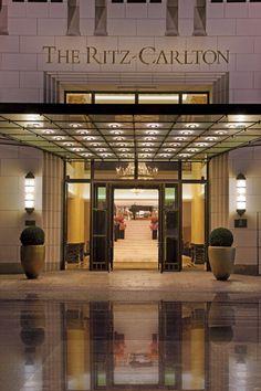 The+Ritz-Carlton,+Berlin+-+The+Ritz-Carlton+Eingang