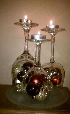 Beautiful fireplace mantle decoration…Christmas bulbs and wine glasses - Kamin Idee Christmas Projects, Christmas Home, Christmas Holidays, Christmas Bulbs, Christmas Crafts, Christmas Mantles, Christmas Candle Holders, Christmas Lanterns, Rustic Christmas