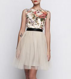 http://szyjemysukienki.pl/kategoria/sukienki/roze-tiul