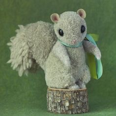 Freebie tutorial on how to make this super cute pom-pom squirrel. AND an awesome giveaway for the book on how to make all the other really cute pom-pom critters! But only ONE day left! Pom Pom Crafts, Yarn Crafts, String Crafts, Fabric Crafts, Cute Crafts, Crafts For Kids, Craft Tutorials, Craft Projects, Craft Ideas