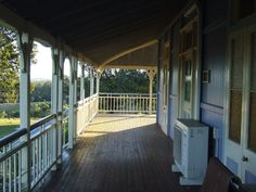 the old queenslander verandah, just beauitful - bull nose roof Farm Houses, Country Houses, Country Farm, Queenslander House, Porch Veranda, Outdoor Spaces, Outdoor Decor, Extension Ideas, Homesteads