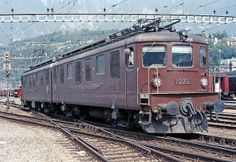 BLS 275 in manovra a Brig il 3 luglio Realizzata nel 1966 utilizzando le 255 e 256 BLS 275 in Brig on the of July in Realized in 1966 from the 255 and 256 Workshop Shed, Railroad Pictures, Swiss Railways, Trains, Train Art, Rolling Stock, Electric Locomotive, Around The Worlds, Vehicles