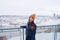 instagram: cassidynelsonn https://www.instagram.com/cassidynelsonn/  Winter Senior Pictures. City Exploring. Pittsburgh Overlook. West End Overlook. Photography Poses. Photography Inspiration. Winter Fashion. City Photography. City Pictures.