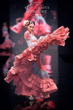 Flamenco Sanchez brings Lilli to see a famous dancer. Flamenco Dancers, Ballet Dancers, Flamenco Dresses, Shall We Dance, Just Dance, Latin Dance, Dance Art, Spanish Dancer, Dance Paintings