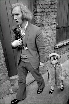 Man with his daughter and kitten in London's East End (1972), Whitechapel, London