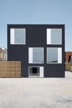 Built by Pasel.Kuenzel in Leiden, The Netherlands with date 2011. Images by Marcel van der Burg. V35K18 residence is located on the southern corner of an urban block comprising 18 utterly different houses. Due to i...