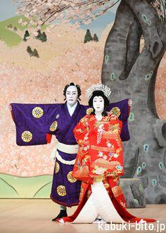 『吉野山』 左より、市川海老蔵、尾上菊之助