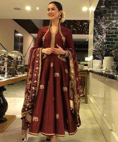 All Pakistan Drama Page ( Pakistani Fashion Party Wear, Pakistani Wedding Outfits, Pakistani Couture, Bollywood Fashion, Indian Fashion, Shadi Dresses, Pakistani Formal Dresses, Nikkah Dress, Pakistani Dress Design