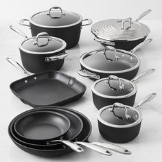 Zwilling Forte takes cookware to new heights of performance with a breakthrough in nonstick technology. The five-layer nonstick coating of this collection is exceptionally resistant to scratches and will last for years. Cute Kitchen, Kitchen Items, Home Decor Kitchen, Kitchen Gadgets, Kitchen Tools, Kitchen Essentials List, Pots And Pans Sets, Kitchen Must Haves, Pan Set