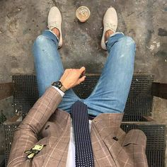 Royal Fashionsit is the best Men's Fashion Guide. Here you will find the latest trends on men's style. Get inspired with these outfits and leave your comment below. Mens Fashion Blog, Best Mens Fashion, Fashion Tips, Men's Fashion, Fashion Clothes, Mens Style Guide, Men Style Tips, Blue Suit Wedding, Ripped Jeans Men