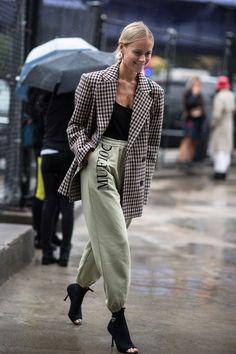 【随時更新】2019春夏NYコレクションで猛追! おしゃれスナップ・クイーンはだれだ? Fashion Moda, Fashion Week, New York Fashion, Look Fashion, Autumn Fashion, Womens Fashion, Fashion Trends, India Fashion, Japan Fashion
