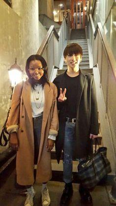 Jungkook with a fan in Hongdae 🤩 Jung Kook, Foto Bts, Lee Min Ho, Bts Jungkook, Taehyung, Wattpad, Jeon Jeongguk, About Bts, Boyfriend Material