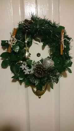 Put together my own front door reath, didn't take alot of doing and only cost £3 👌 xxx love it might make another 😁 🎄   🎄Plain reath - 99p shop  🎄The small piece at the bottom with the apple and the pinecone are all one piece - 99p shop  🎄And the snowflake and the bell were all one long decoration which I cut - 99p shop  🎄The cinnamon sticks and string I already had :) xxx
