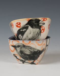 ceramic bowls #bird  second favorite.  Not just because of the way the colors work together perfectly, but also the extraordinary detail of the bird.