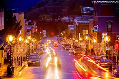 Oak Street, Downtown Hood River, Oregon, with Christmas Lights Hood River Oregon, Oak Street, Oregon Washington, Oregon Travel, Live In The Now, Pacific Northwest, Small Towns, Road Trip, Scenery
