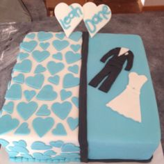 Engagement cake - so cute! Party Things, Engagement Cakes, Drink Sleeves, Cake Decorating, Bridal Shower, Party Ideas, Cute, Wedding, Shower Party
