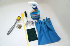 Easy and cost effective steps on how to unclog a bathtub or shower drain from hair. Anybody can handle a clogged drainage. Bathtub Drain, Shower Drain, Catcher, Tableware, Hair, Tips, Dinnerware, Advice, Dishes