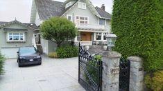 Meghan Markleová sprincem Harrym údajně plánují koupit tento úžasný dům - Novinky.cz Michelle Pfeiffer, Meghan Markle, Vancouver, Lululemon, Prince, Mansions, House Styles, Home Decor, Decoration Home