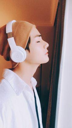 taehyung é extremamente mal humorado e jimin quer ajudá-lo a ver a vi… # Fanfic # amreading # books # wattpad Namjoon, Kim Taehyung, Seokjin, Taehyung 2017, Taehyung Fanart, Jungkook Abs, Bts Bangtan Boy, Bts Aegyo, Jung Kook