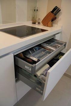 #diseño de #cocinas Diseño de cocinas en Pinto lacada blanca altea sistema gola encimera blanca #madrid #pinto