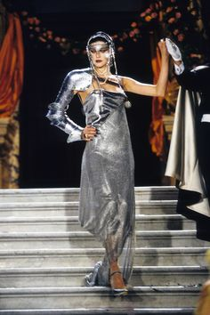 Christian Dior Spring 1998 Couture collection, runway looks, beauty, models, and reviews.