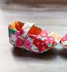 Textil baba cipőcskék ( kocsicipő ) - ingyenes szabásminta  / Mindy -  kreatív ötletek és dekorációk minden napra