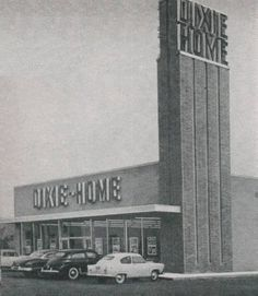 "The roots of Winn-Dixie's ""family tree"" can be traced back to two small grocery stores in 1920's Florida. BECAUSE OF WINN-DIXIE http://www.jaxhistory.com/Jacksonville%20Story/Picture%20of%20Supermarket,%20Davis%20Family.htm"