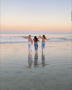 Summer Baby, Summer Time, Beach Photography Poses, Summer Goals, Poses For Men, Best Friends, Friends Girls, Besties, Hawaii