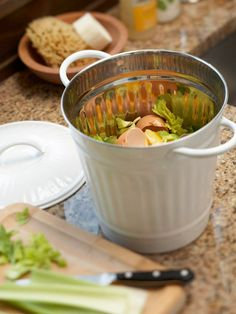 Storage & Organization Ideas for Recycling Centers Try Composting Purchase a countertop compost bin or make your own from a small, lidded trash bin. After each meal, transport refuse to a large outdoor container, where the natural material can decompose. Garden Compost, Vegetable Garden, Compost Bucket, Composting 101, How To Make Compost, Making Compost, Kitchen Waste, Recycling Center, Trash Bins