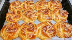 Loaf Recipes, Greek Recipes, Cooking Recipes, Homemade Brioche, Recipe Mix, Italian Cookies, English Food, How To Make Bread, Sweet Bread