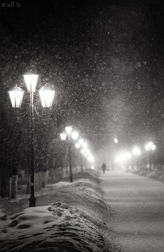 as much as dislike cold... i do miss the snow... soo pretty!