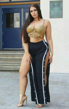 Pin by burzum ragnarok on curvy woman Curvy Women Fashion, Womens Fashion, Plus Zise, Plus Size Beauty, Great Legs, Voluptuous Women, Sexy Curves, Sexy Legs, Gorgeous Women