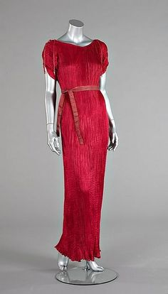 Mariano Fortuny, 1935. A raspberry-pink silk Delphos gown.
