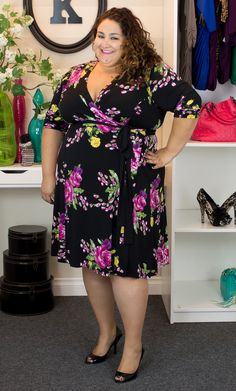 Vannessa, Kiyonna's Wholesale Manager is wrapped with style in the Legacy Wrap Dress. With such a pretty print, she kept her look unfussy with simple black shoes. Vannessa is and wears a size Dresses For Big Bust, Big Size Dress, Plus Size Dresses, Plus Size Outfits, Looks Plus Size, Look Plus, Plus Size Girls, Plus Size Women, Big Girl Clothes