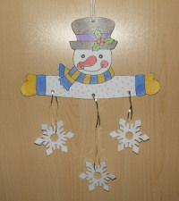 Snehuliak so snehovými vločkami