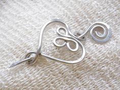 Large Penannular Brooch  Silver Toned  by RebbeltjesTouch on Etsy, €10.00