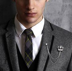 Fashion Gold Tone Crown Men/'s Shirt Coat Suit Collar Lapel Pin Brooch