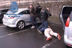 A polícia espanhola anunciou este sábado ter desmantelado uma rede colombiana de tráfico de cocaína numa operação em que foram detidas 24 pessoas e apreendidas 2,4 toneladas de droga.