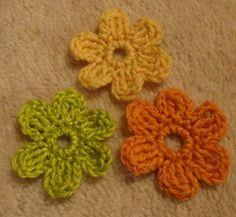 horgolt_viragok_leirassal Crochet Home, Crochet Crafts, Crochet Squares, Crochet Earrings, Floral, Flowers, Blog, Handmade, Key Chain