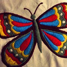 Mariposa bordada a mano para Las Adelas.