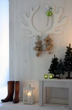 Can't get a deer head? Make the antlers from foam poster board & cover in batting= insta-wreath, rustic /cabin/forest style!!