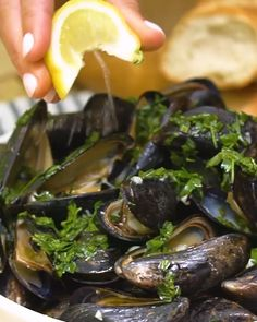 Easy Smoked Mussels With Garlic Butter -Tasty - Food Videos And Recipes Beach Bbq, Beach Meals, Grilled Mussels Recipe, Good Food, Yummy Food, Catering Menu, Cooking Recipes, Healthy Recipes, Muscle Food