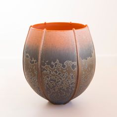 Ribbed porcelaine bowl with blue and orange matt crystalline glaze by Ted Secombe - 2014