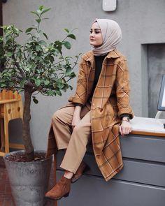 120 new fashion hijab outfits casual muslim – page 1 Modern Hijab Fashion, Street Hijab Fashion, Muslim Fashion, Modest Fashion, Fashion Muslimah, Hijab Casual, Hijab Chic, Dress Casual, Mode Outfits
