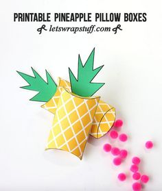 Printable pineapple gift boxes-such an cute way to wrap presents! DIY Pineapple Pillow Boxes make a perfect Pineapple Craft! Printable Box, Printables, Ideas Decoracion Cumpleaños, Pineapple Gifts, Pineapple Craft, Diy And Crafts, Paper Crafts, Diy Paper, Flamingo Party