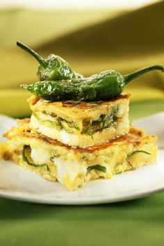 Tortilla con queso azul y pimientos Potato Onion, Slow Food, Spanish Food, Good Healthy Recipes, Spanakopita, Frittata, Tex Mex, Salmon Burgers, A Table