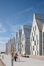 """Nieuwe stadswijk Neptune. Architect Nicolas Michelin kreeg voor het ontwerp van de appartsgebouwen langs de """"Equerre d'Argent"""". #Duinkerke #Frans Vlaanderen"""