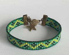 Loom Bracelet Patterns, Loom Bracelets, Bead Art, Beading, Jewellery, Bracelets, Wrap Bracelets, Beaded Bracelets, Necklaces