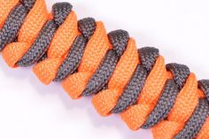 "Learn How to Make the ""Tut Bar"" Paracord Bracelet with Buckle - BoredParacord"