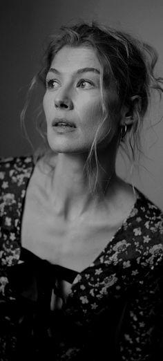 Rosamund Pike, Jennifer Love Hewitt, Jennifer Garner, Artist Film, Face Photography, Catherine Zeta Jones, Black And White Portraits, Some Girls, Celebrity Babies